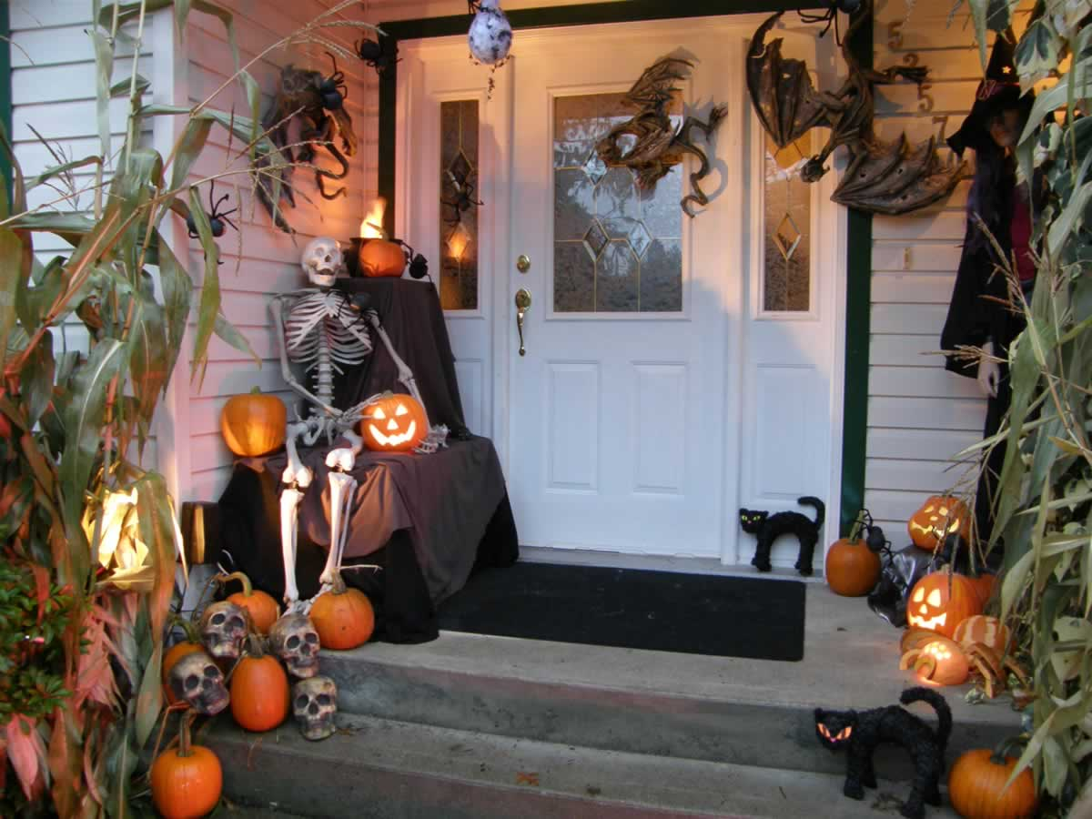 Get Ready for Halloween with These Halloween Front Yard Decorating ...