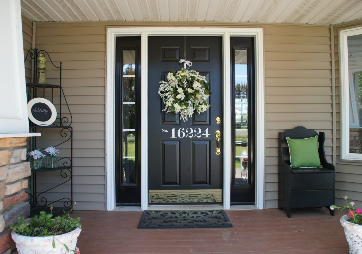 Sprucing up your outside entryway zen of zada for Front door patio ideas
