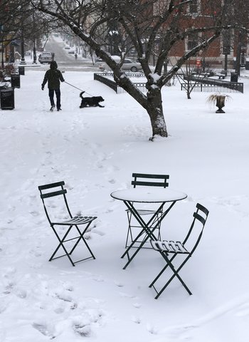 How To Choose The Best Outdoor Furniture For Winter